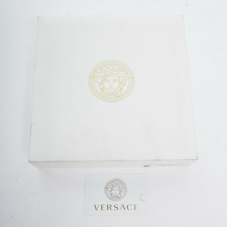 new VERSACE polished gold Medusa medallion triple halo chunky chain necklace For Sale 2
