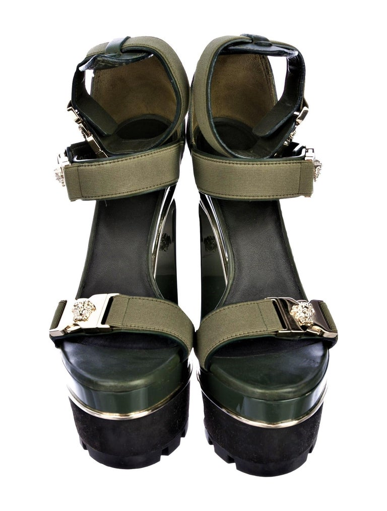 New Versace S/S 2016 Gigi Hadid  Medusa Runway Ad Heels Platform Pumps Sz 36.5 For Sale 5