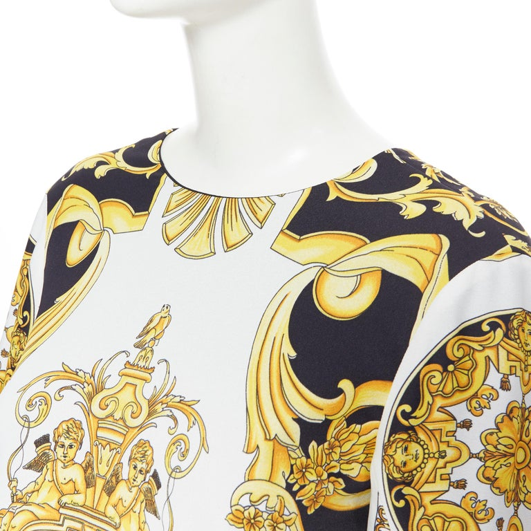 new VERSACE Signature Baroque Cherub Medusa printed viscose shift dress IT38 XS Brand: Versace Designer: Donatella Versace Collection: 2019 Model Name / Style: Baroque dress Material: Viscose Color: Gold, black Pattern: Floral Closure: Zip Extra