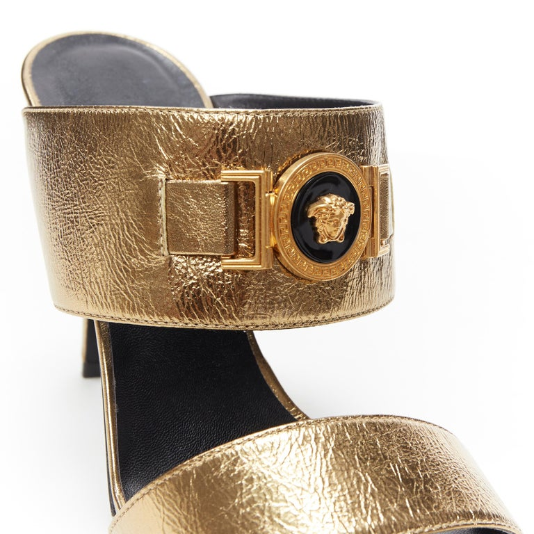 new VERSACE Tribute metallic gold Medusa charm open toe strappy heel mule EU39 Brand: Versace Designer: Donatella Versace Collection: Spring Summer 2018 Model Name / Style: Mule sandals Material: Leather Color: Gold Pattern: Solid Lining material: