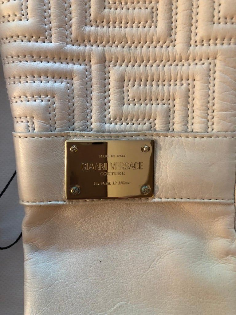 New Versace White Leather Gloves In Excellent Condition For Sale In Totowa, NJ