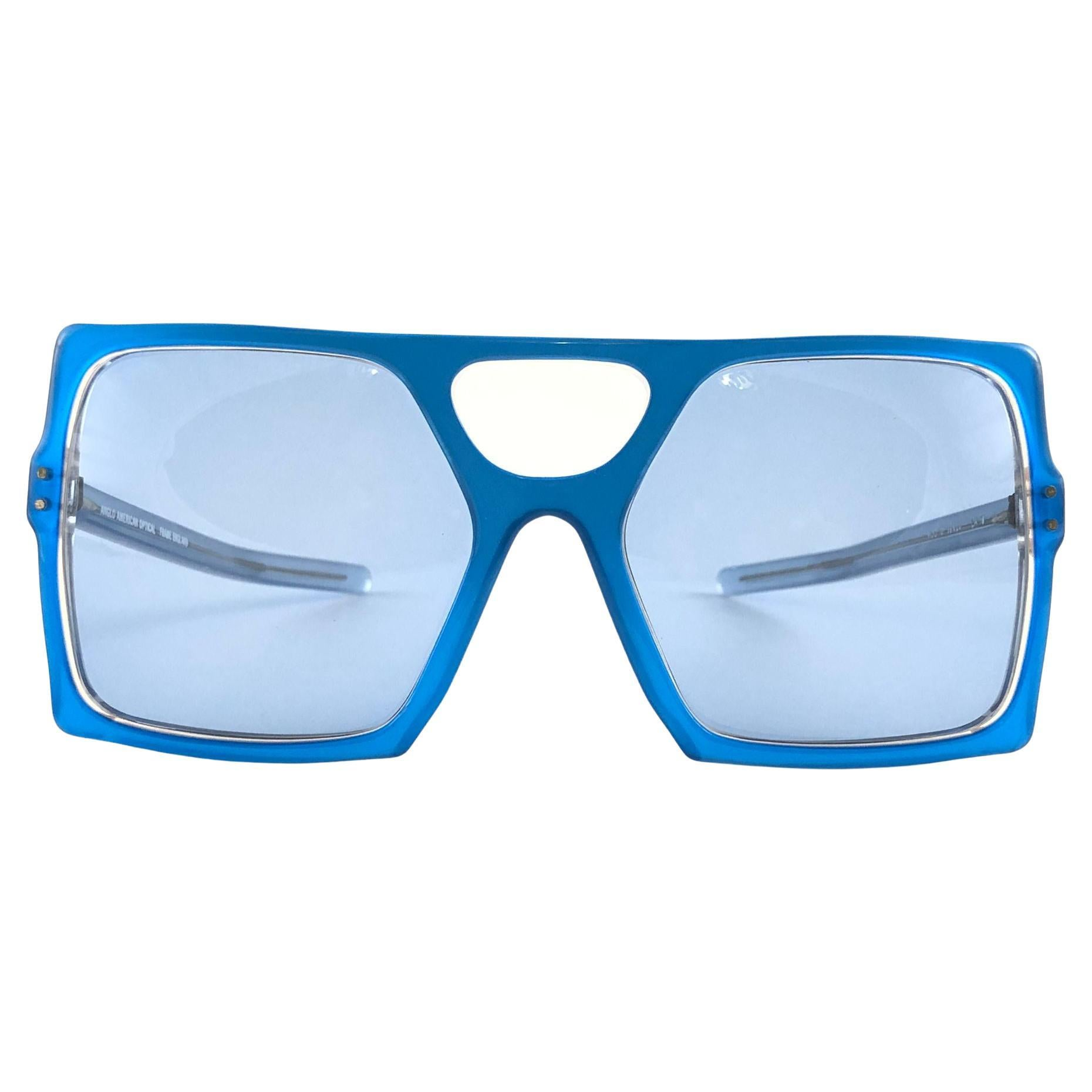 New Vintage Anglo American For Sir Winston Electric Blue Mask Sunglasses 1980