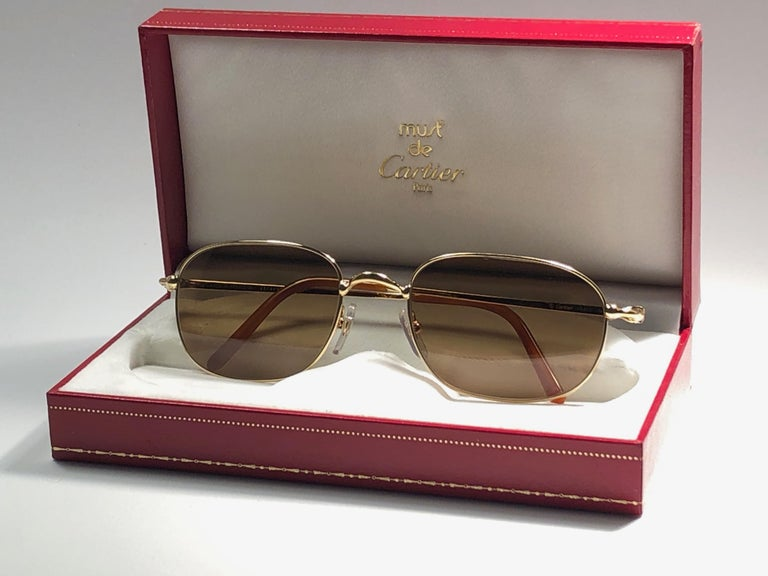New Vintage Cartier Vesta 56mm Gold Plated Frame France 1990 Sunglasses In New Condition For Sale In Amsterdam, Noord Holland
