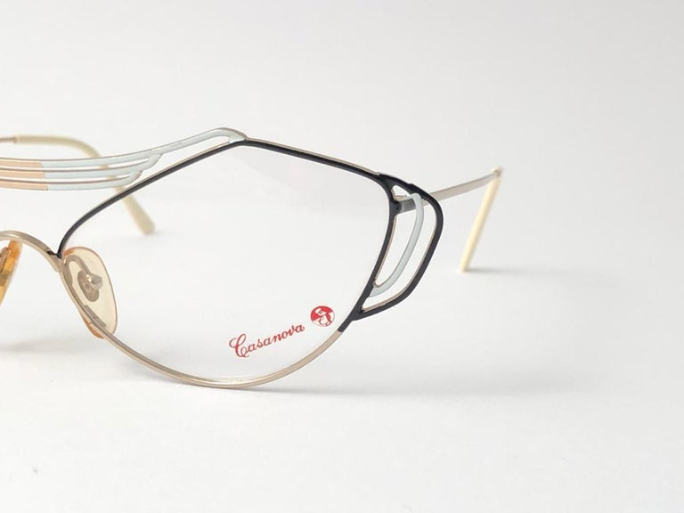 New Vintage Casanova distinctive cat eyed shaped frame with original demo lenses.  This pair may have minor sign of wear due to storage.  Made in Italy.  MEASUREMENTS    FRONT : 14.5 CMS  LENS HEIGHT : 4.4 CMS  LENS WIDTH : 5.8 CMS  TEMPLES : 12.5