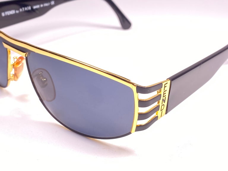 New Vintage Fendi FS242 Mask Black & Gold Large 1990 Sunglasses Made in Italy In New Condition For Sale In Amsterdam, Noord Holland