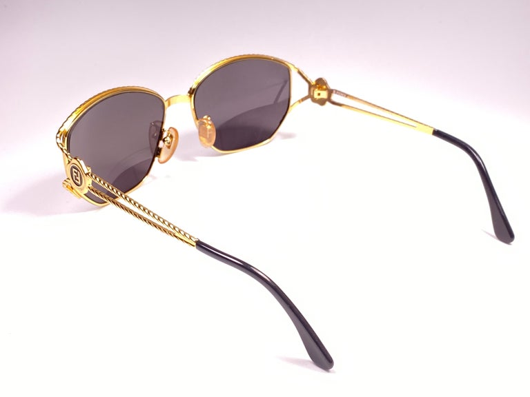 New Vintage Fendi SL7023 Gold & Black Large  1990 Sunglasses Made in Italy For Sale 1