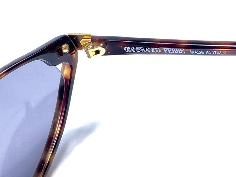 Women's or Men's New Vintage Gianfranco Ferré GFF 36S Gold / Light Cat Eye 1990 Italy Sunglasses For Sale