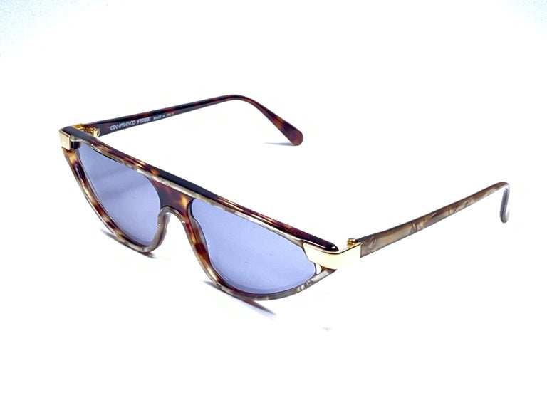 New Vintage Gianfranco Ferré GFF 36S Gold / Light Cat Eye 1990 Italy Sunglasses For Sale 1