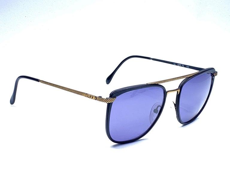 Women's or Men's New Vintage Gianfranco Ferré GFF 73 Gold / Black 1990  Italy Sunglasses For Sale