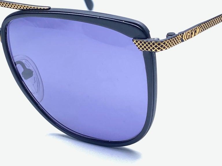 New Vintage Gianfranco Ferré GFF 73 Gold / Black 1990  Italy Sunglasses For Sale 3