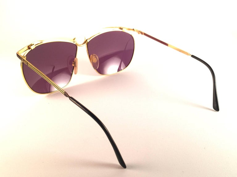 New Vintage Gucci GG  Black & Gold Sunglasses 1990's Made in Italy In New Condition For Sale In Amsterdam, Noord Holland
