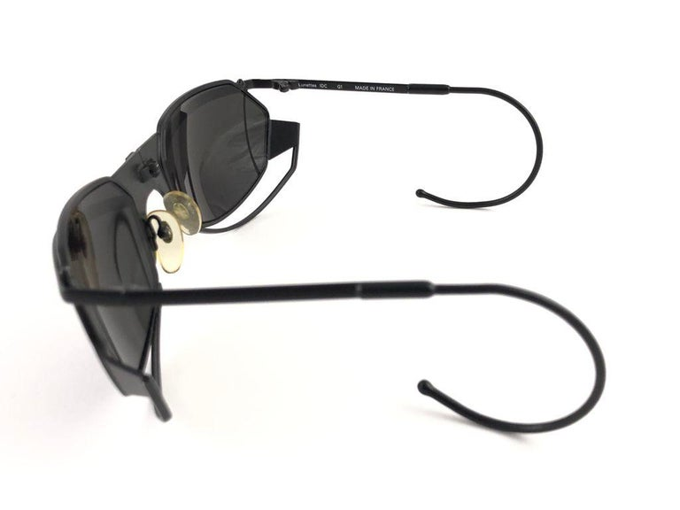 New Vintage IDC G1 Marithe Francois Girbaud Folding Black mate Sunglasses France In New Condition For Sale In Amsterdam, Noord Holland
