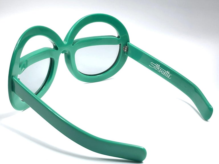 New Vintage Collector Item Silhouette Futura 562 green thick frame with holding a spotless pair of light lenses.     Designed by Dora Demmel in 1973, this rare piece is the epitome of avant garde & futuristic eye wear fashion.  Made in Germany in