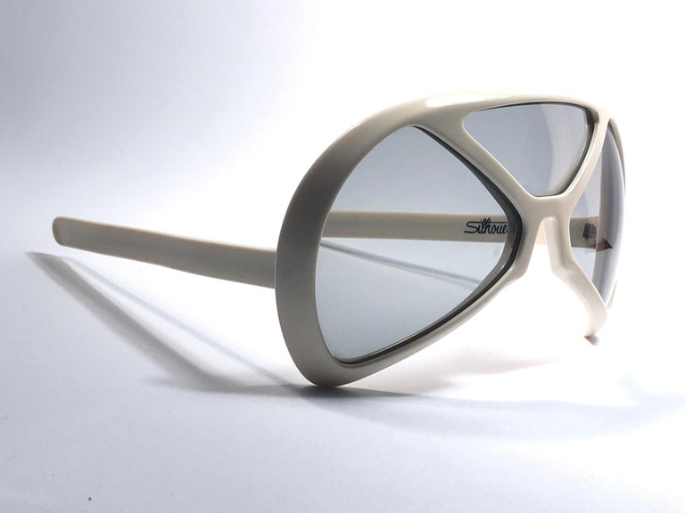 New Vintage Collector Item Silhouette Futura 570 in white.  Designed by Dora Demmel in 1973, this rare piece is the epitome of avant garde & futuristic eye wear fashion.  Made in Germany in 1970's.  This item have minor sign of wear due to storage.