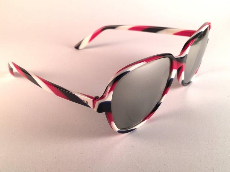 New Vintage Ray Ban B&L Shelby White Red & Blue Mirror Lenses Sunglasses USA In New Condition For Sale In Amsterdam, Noord Holland