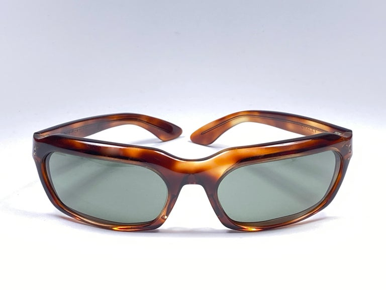 Rare 1960's Chalet dark tortoise.  Bausch and Lomb USA Made. G15 grey lenses no Ray Ban logo or B&L etched . Straight out of the 1960's. All hallmarks.  Minor sign of wear on  lenses and frame due to 60 years of storage.  A Piece of sunglasses