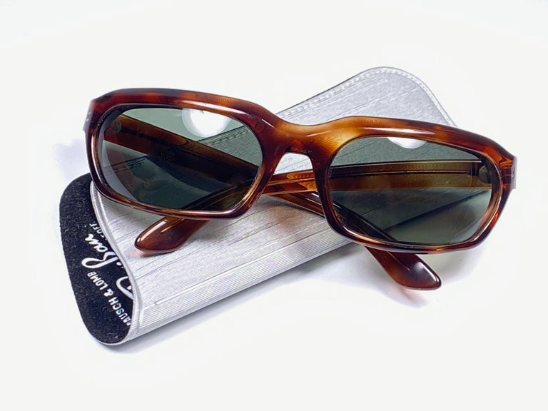 New Vintage Ray Ban Chalet 1960's Mid Century G15 Lenses USA Sunglasses In New Condition For Sale In Amsterdam, Noord Holland