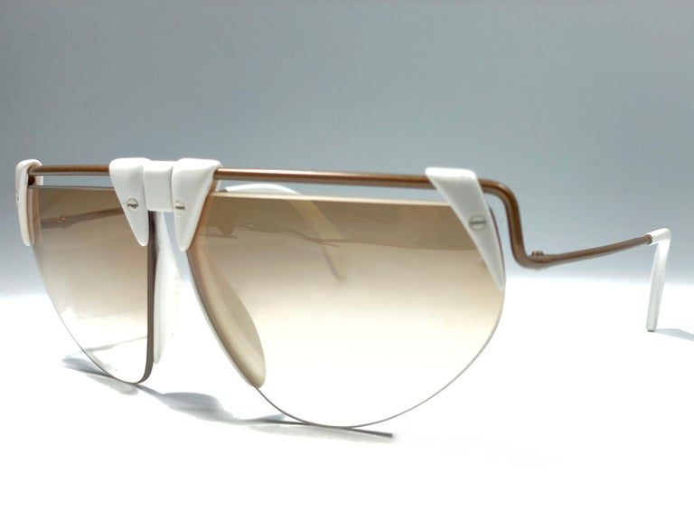 New Vintage Rodenstock 1757 Polar White Futuristic 1980's Sunglasses In Excellent Condition For Sale In Amsterdam, Noord Holland