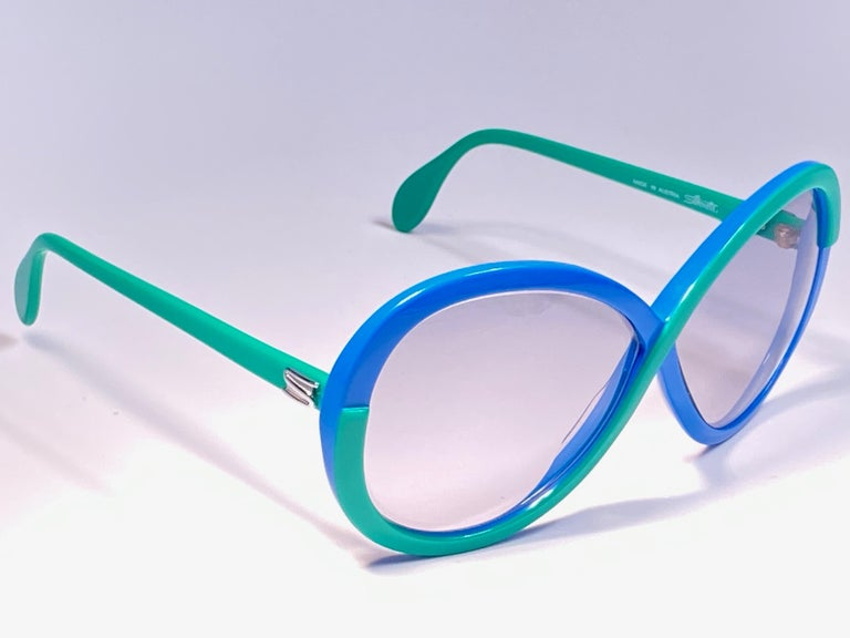 New Vintage Collector Item Silhouette Infinity Interlocking white and blue frame holding a spotless pair of light blue lenses.     Made in Germany in 1970's.  This pair may show minor sign of wear due to storage.