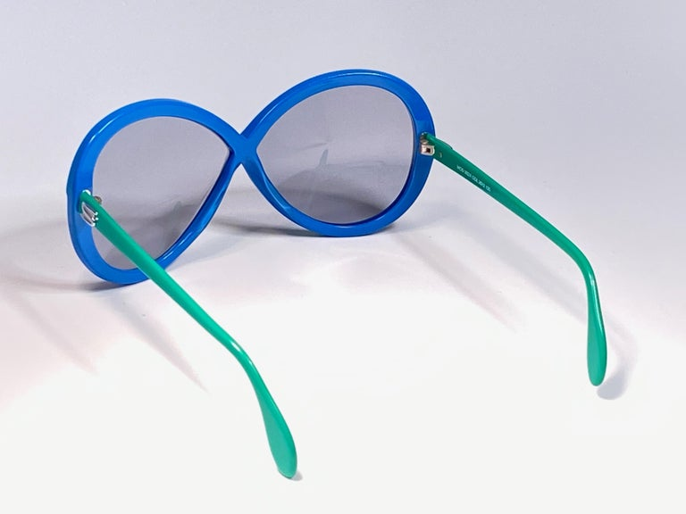 New Vintage Silhouette 3024 Green & Blue Infinity Funk Germany 1980 Sunglasses  For Sale 1