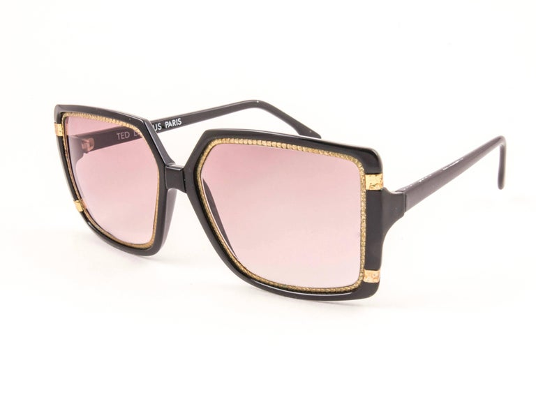 New Vintage Ted Lapidus Paris TL 15 01 Gold & Black 1970 Sunglasses In New Condition For Sale In Amsterdam, Noord Holland