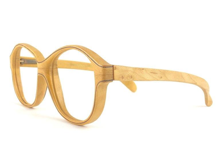 New Vintage Wood Look Paris genuine wood frame perfect for any prescription lenses, also great pair to wear as a sunglasses.  The spring hinge makes them very confortable to wear.  New, never worn or displayed. This pair may have minor sign of wear