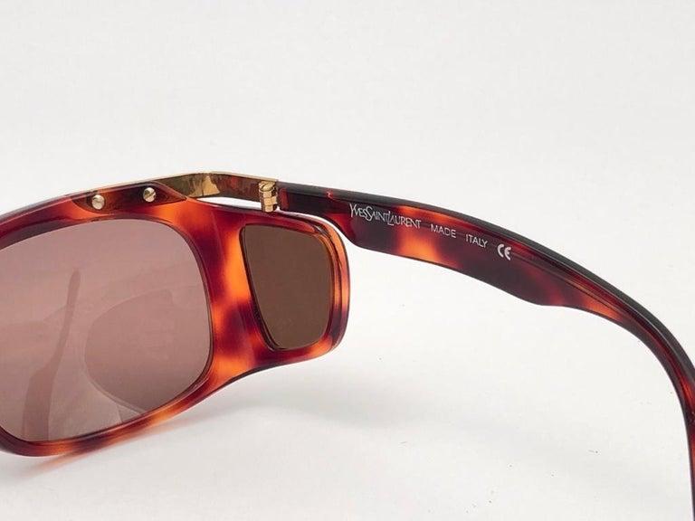 New Vintage Yves Saint Laurent YSL 6517 Tortoise and Gold France Sunglasses For Sale 2