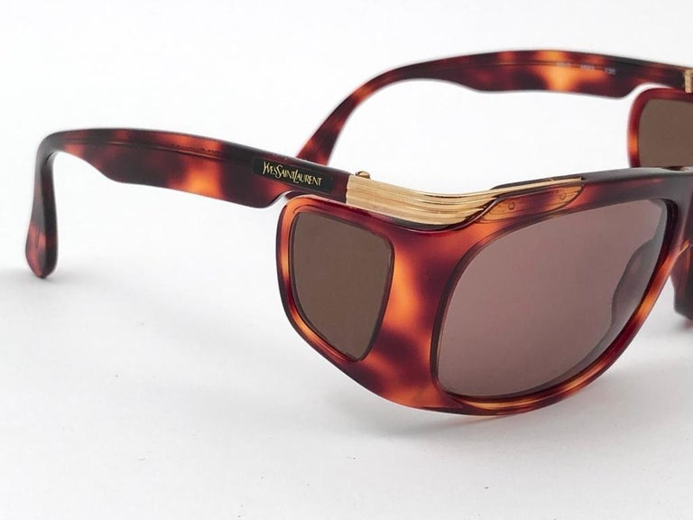 New Vintage Yves Saint Laurent YSL 6517 Tortoise and Gold France Sunglasses For Sale 3