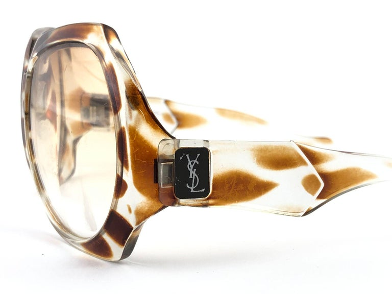 Beautiful and stylish vintage new Yves Saint Laurent 1980's   Oversized sunglasses with a giraffe printed accents. Spotless pair of light brown lenses.   This pair show minor sign of wear due to storage. Flawless pair!!!      MEASUREMENTS  FRONT :