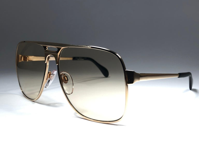 New Vintage Zeiss Gold Oversized Frame Changeable Lenses 1970's Sunglasses In New Condition For Sale In Amsterdam, Noord Holland