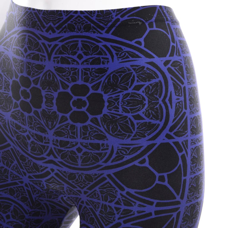 New With Tags Alexander McQueen Blue & Black Abstract Print Leggings For Sale 6