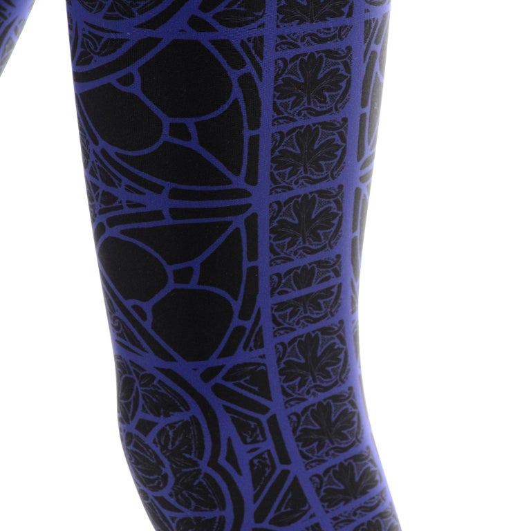 New With Tags Alexander McQueen Blue & Black Abstract Print Leggings For Sale 8