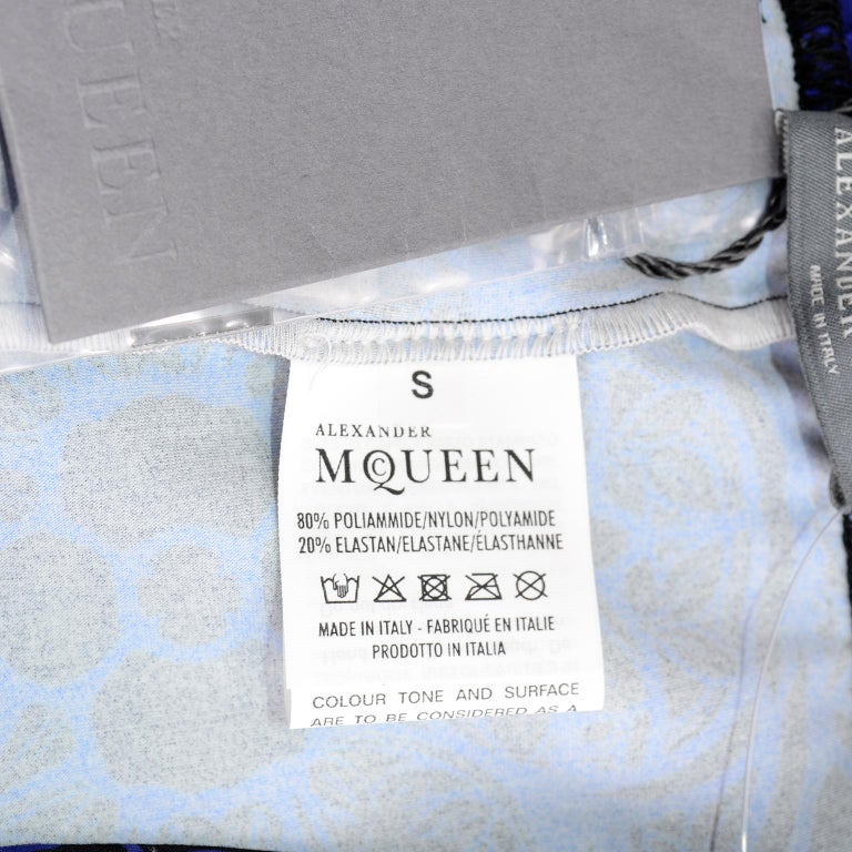 New With Tags Alexander McQueen Blue & Black Abstract Print Leggings For Sale 9