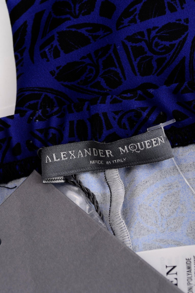 New With Tags Alexander McQueen Blue & Black Abstract Print Leggings For Sale 11