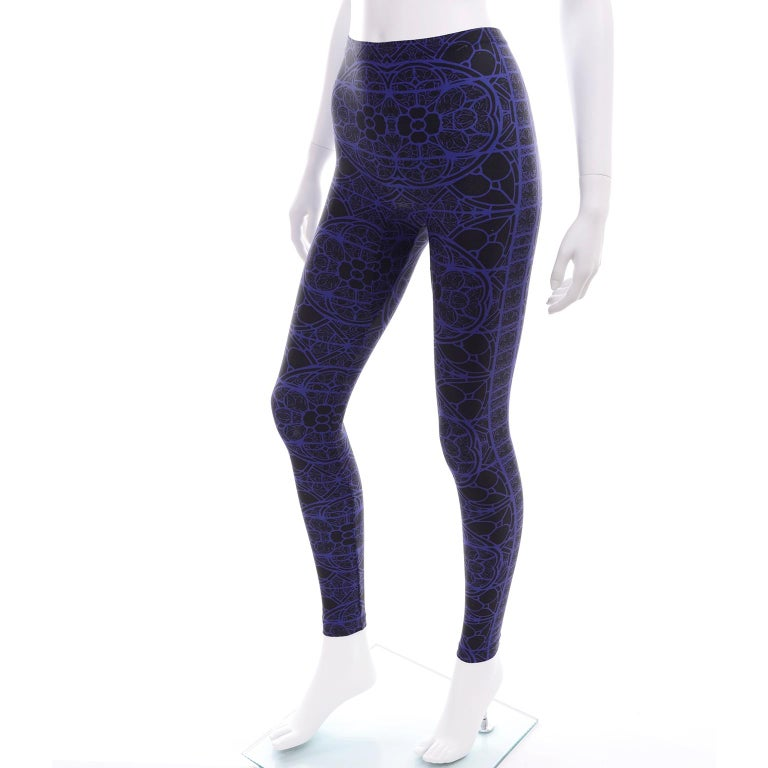 New With Tags Alexander McQueen Blue & Black Abstract Print Leggings In New Condition For Sale In Portland, OR