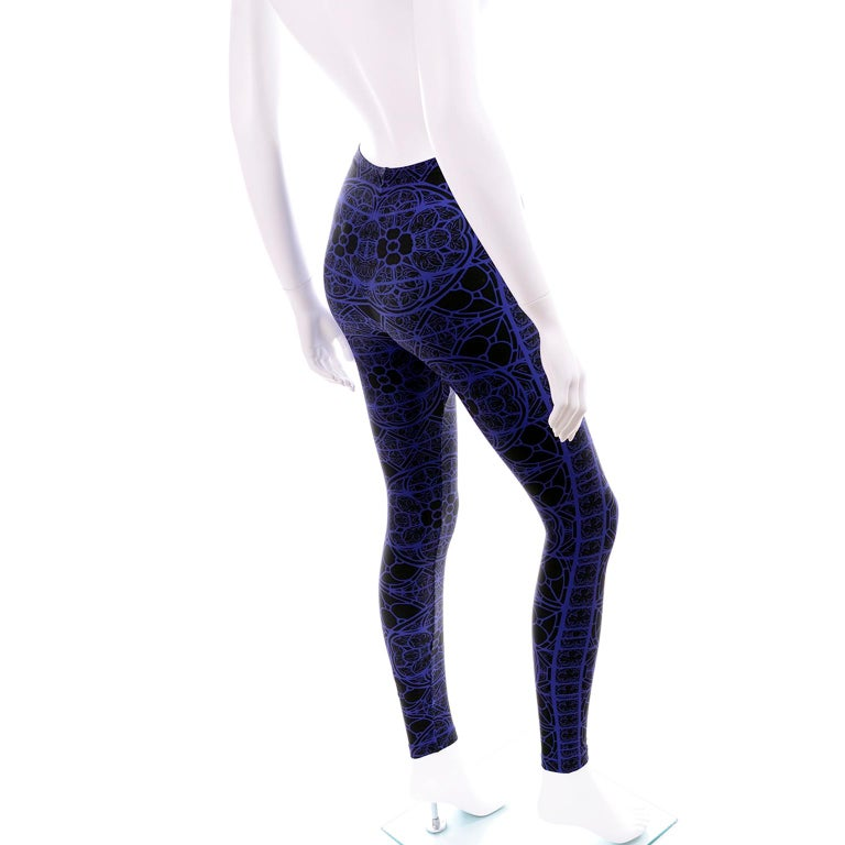New With Tags Alexander McQueen Blue & Black Abstract Print Leggings For Sale 2