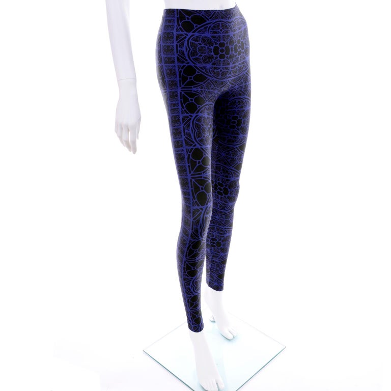 New With Tags Alexander McQueen Blue & Black Abstract Print Leggings For Sale 3
