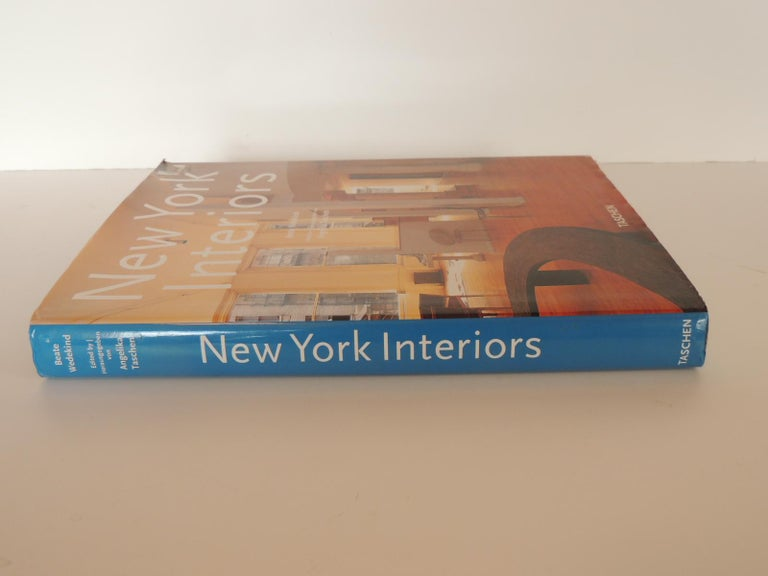 This volume contains a collection of the many fascinating ways in which people have made themselves feel at home in New York. It covers 42 different apartments and houses in Manhattan, Brooklyn and Long Island - from a loft sprayed with graffiti to