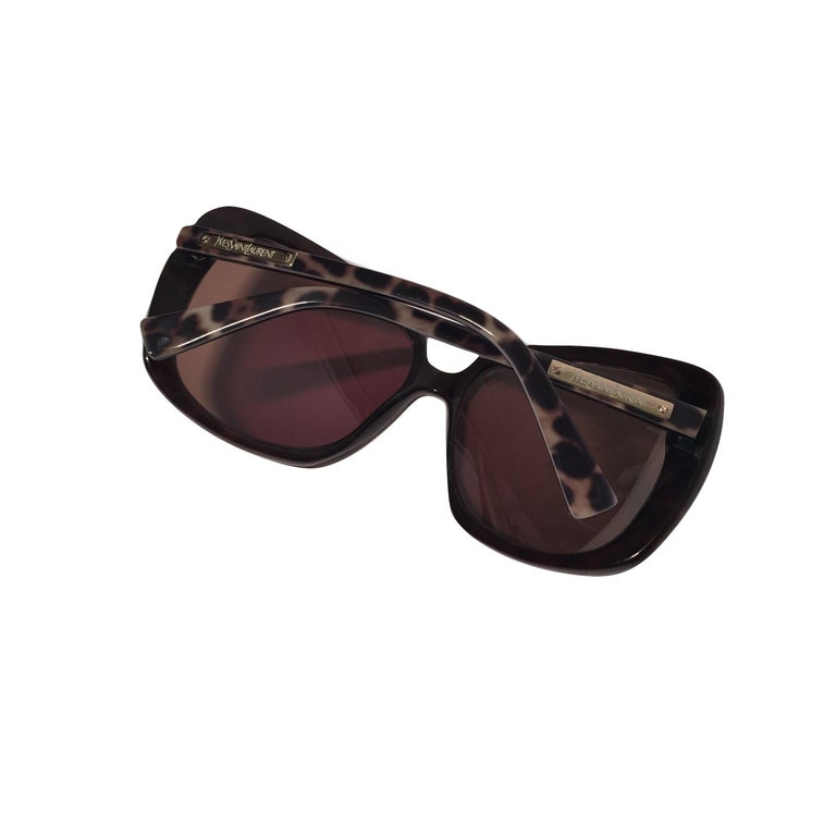 New Yves Saint Laurent YSL Wrap Sunglasses With Case In New Condition For Sale In Leesburg, VA