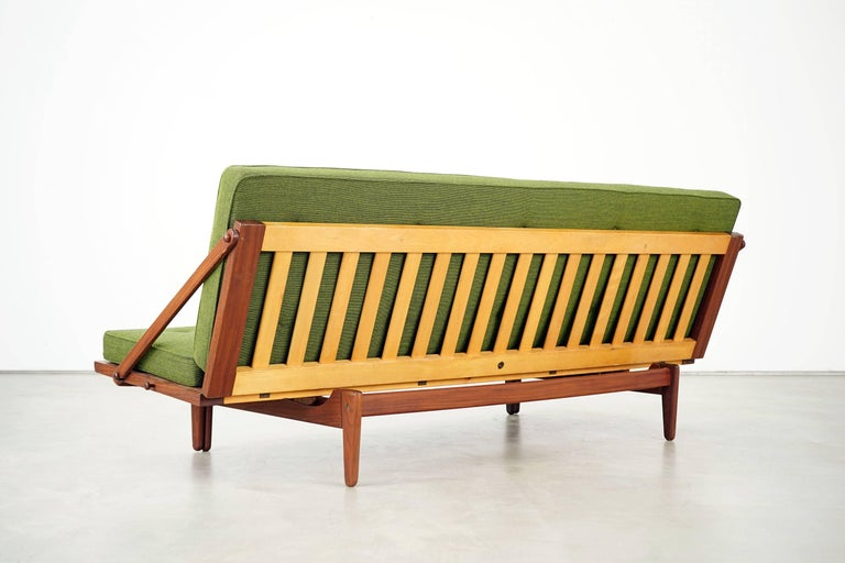 Newly Upholstered Daybed by Poul M. Volther for Frem Røjle, 1950s In Excellent Condition For Sale In Munster, NRW