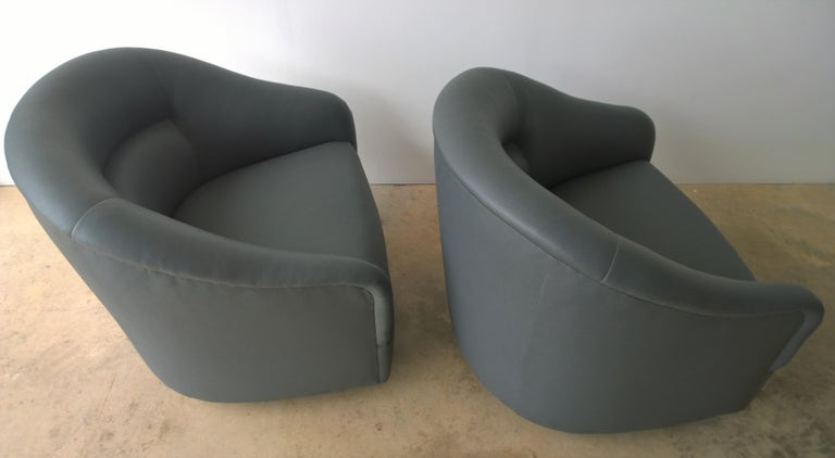 20th Century Newly Upholstered in Knoll Whip Gray Barrel Back Club/Armchairs on Casters, Pair For Sale