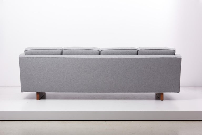 Newly Upholstered Sofa by Harvey Probber, US, 1950s For Sale 6