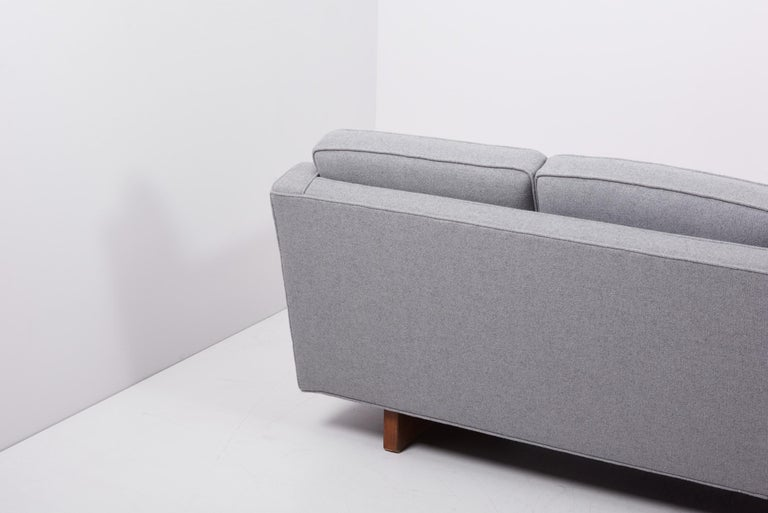 Newly Upholstered Sofa by Harvey Probber, US, 1950s For Sale 7