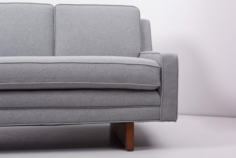 Newly Upholstered Sofa by Harvey Probber, US, 1950s For Sale 2
