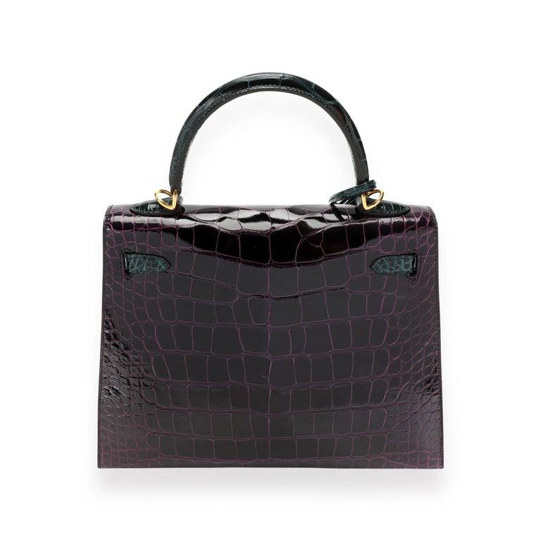 NIB Hermès HSS Amethyste & Vert Cypress Shiny Alligator Sellier Kelly 25 GHW In Excellent Condition In New York, NY