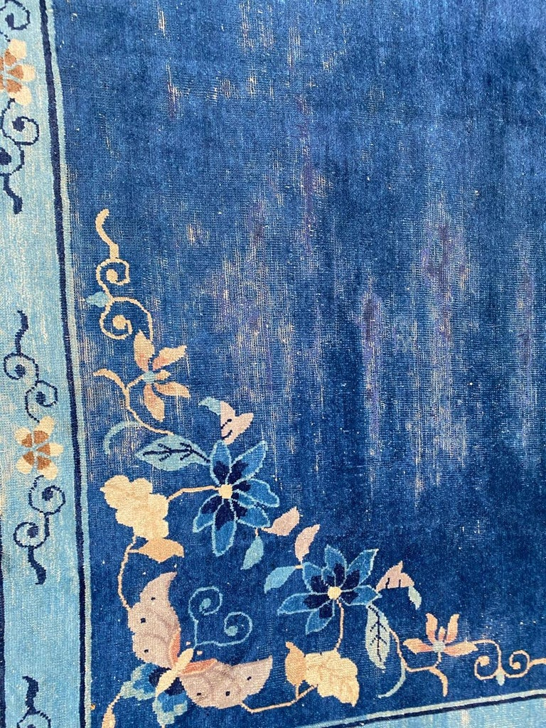 Nice Large Antique Chinese Rug In Fair Condition For Sale In Saint Ouen, FR