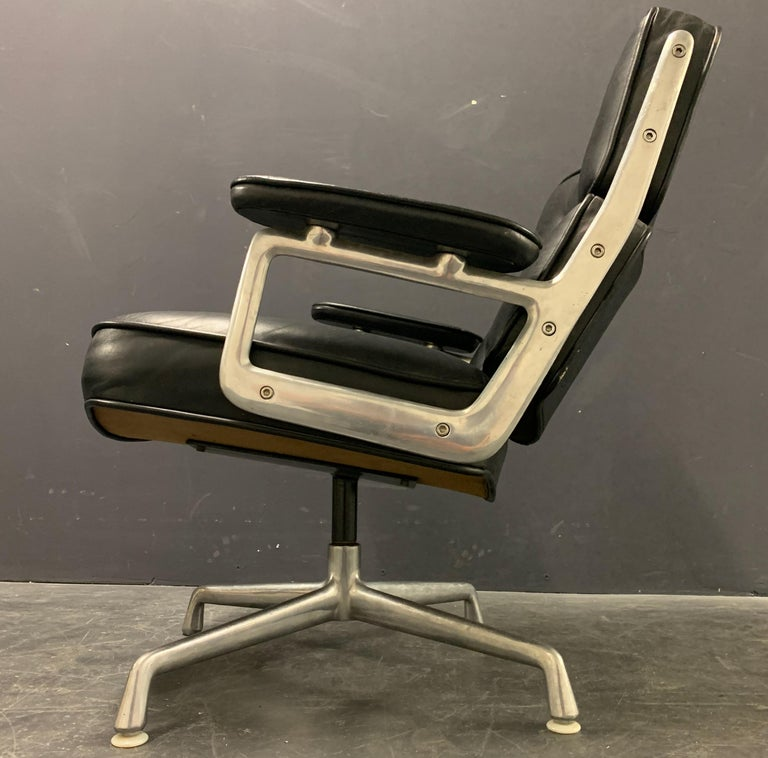 Mid-Century Modern Nice Pair of Charles Eames Lobby Chairs For Sale