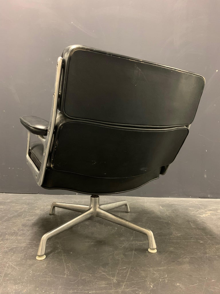 American Nice Pair of Charles Eames Lobby Chairs For Sale
