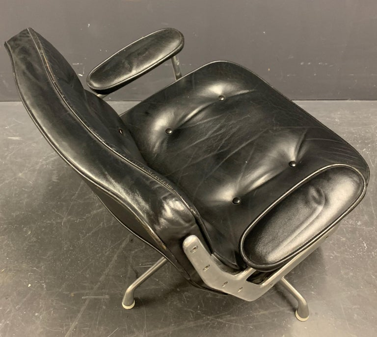 Nice Pair of Charles Eames Lobby Chairs In Fair Condition For Sale In Munich, DE