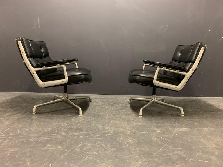 Leather Nice Pair of Charles Eames Lobby Chairs For Sale